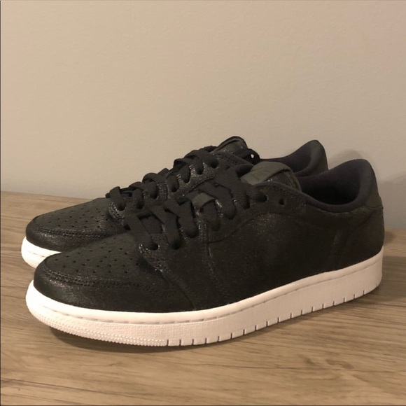 new arrival 21fd6 0a333 Nike Air Jordan 1 Retro Low